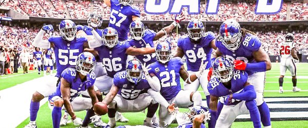 New York Giants defense poses for a pick after a pick by Alec Ogletree.