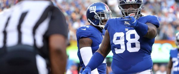 New York Giants defensive lineman Damon Harrison Sr justifiably points the finger of blame at a referee.
